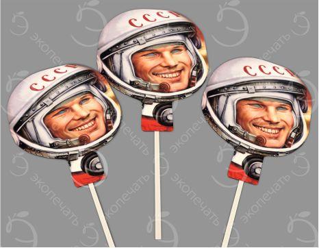 маска космонавта Гагарина на ножке